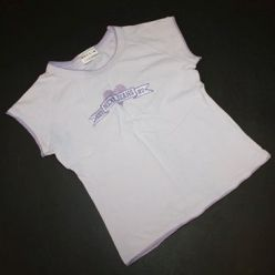 Fialové tričko s nápisem