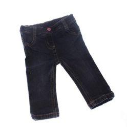 Modré džínové kalhoty s růžovým knoflíčkem